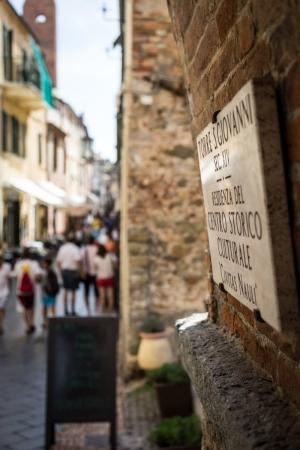 Enge Gasse in Noli in Ligurien