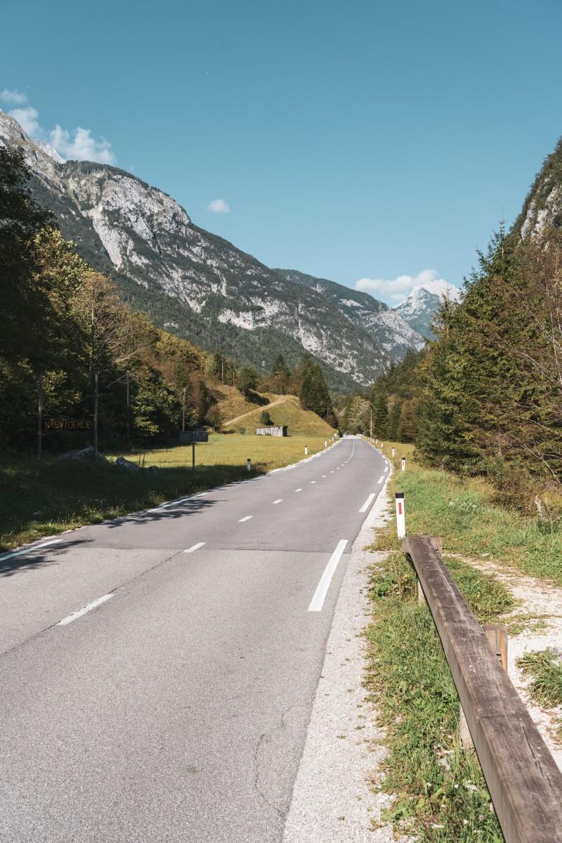 Straße zum Vršičpass im Sočatal