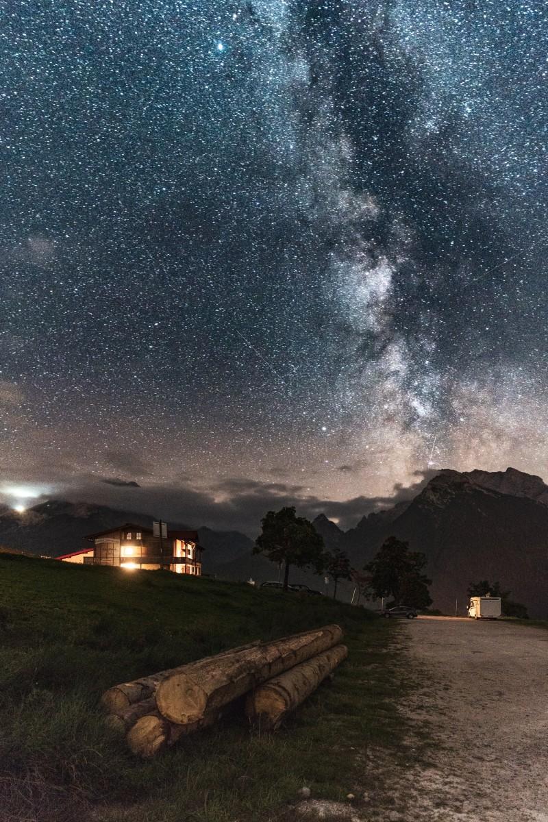 Milchstraße über dem Watzmann im Nationalpark Berchtesgaden
