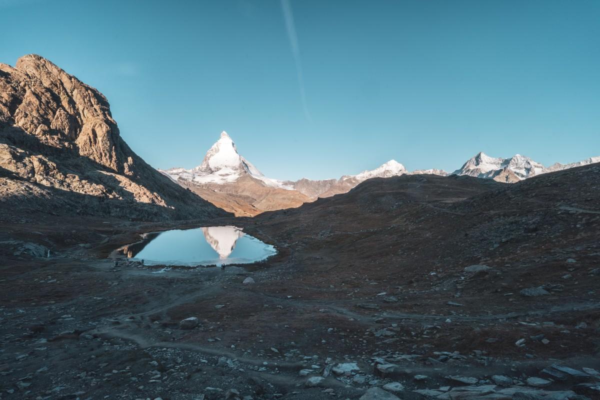 Sonnenaufgang am Matterhorn mit Spiegelung im Riffelsee am Gornergrat