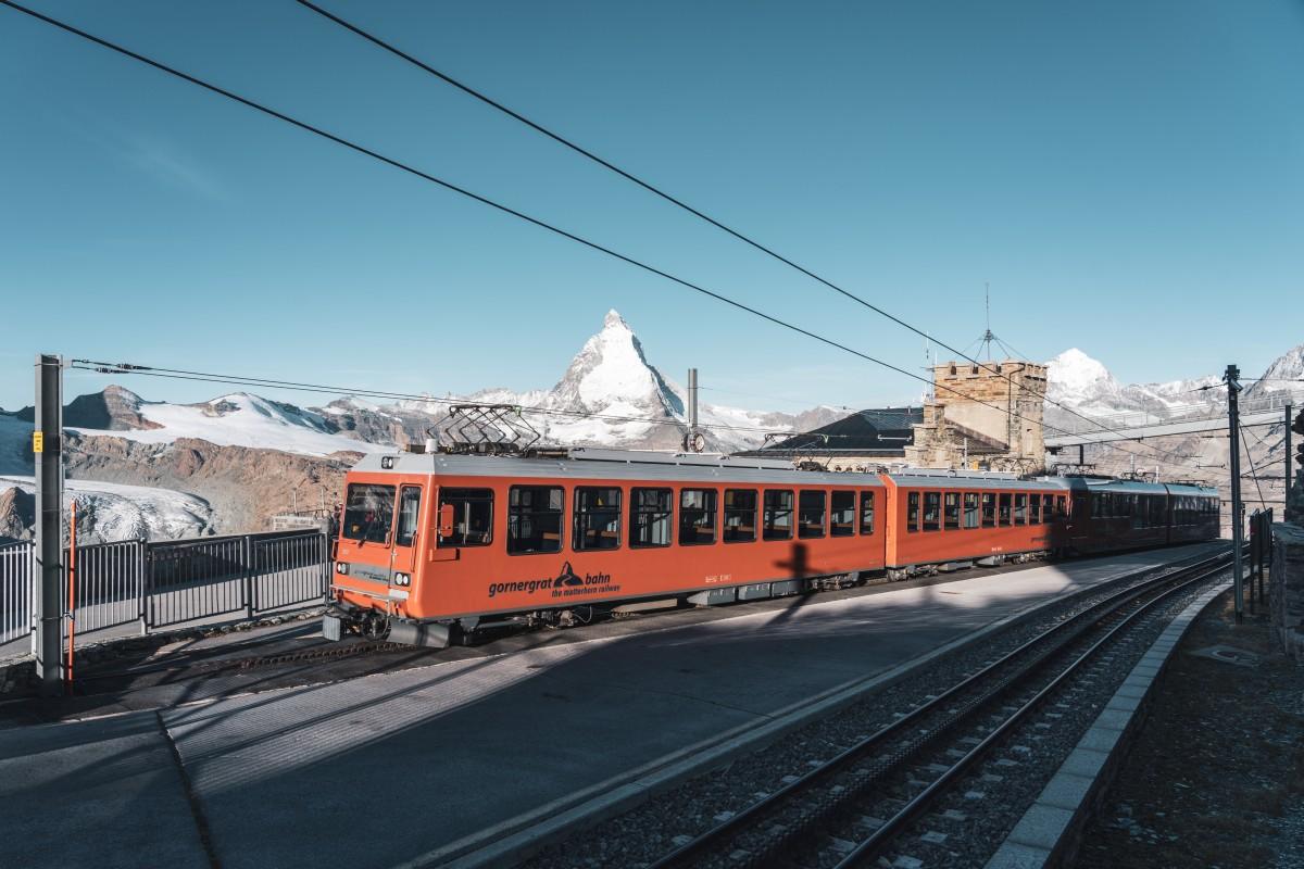 Zug auf dem Gornergrat mit Matterhorn