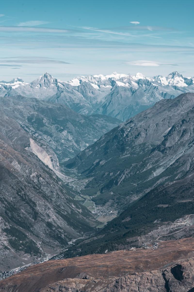Blick vom Klein Matterhorn auf Täsch und Randa
