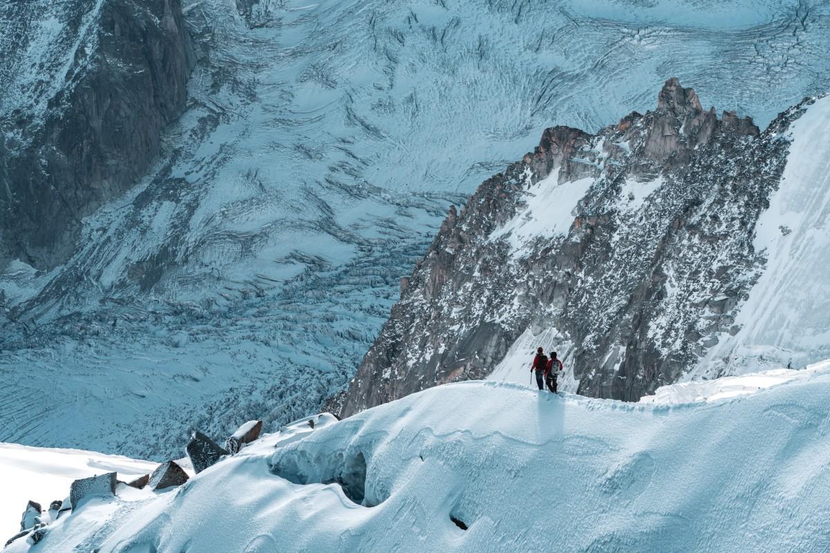 Bergsteiger an der Aiguille du Midi auf dem Weg ins Vallée Blanche
