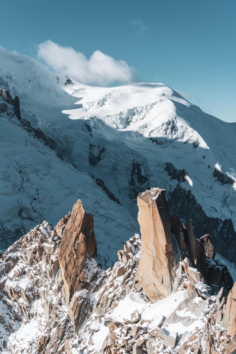 Felsen und Gletscher an der Aiguille du Midi