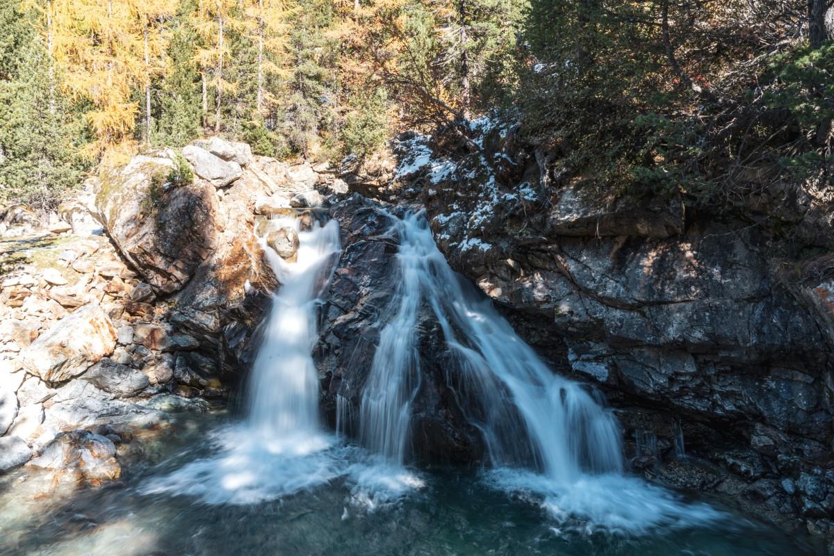 Wasserfall an der Bahnstation Morteratsch