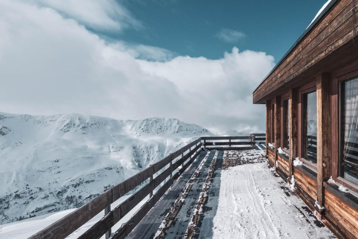 Ausblick vom Berghotel Pischa auf das Flüelatal