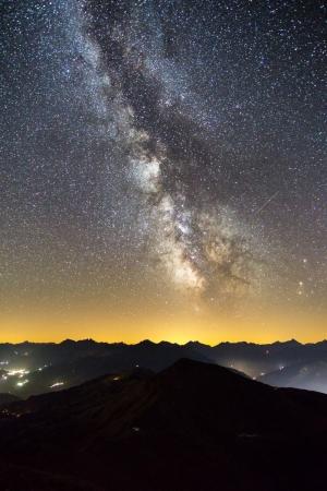 Milchstraße über den Bündner Alpen, Schweiz
