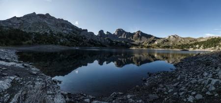 Sonnenaufgang am Lac d'Allos im Nationalpark Mercantour, Frankreich