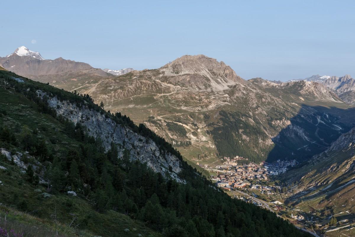 Sonnenaufgang in Val d'Isère im Spätsommer