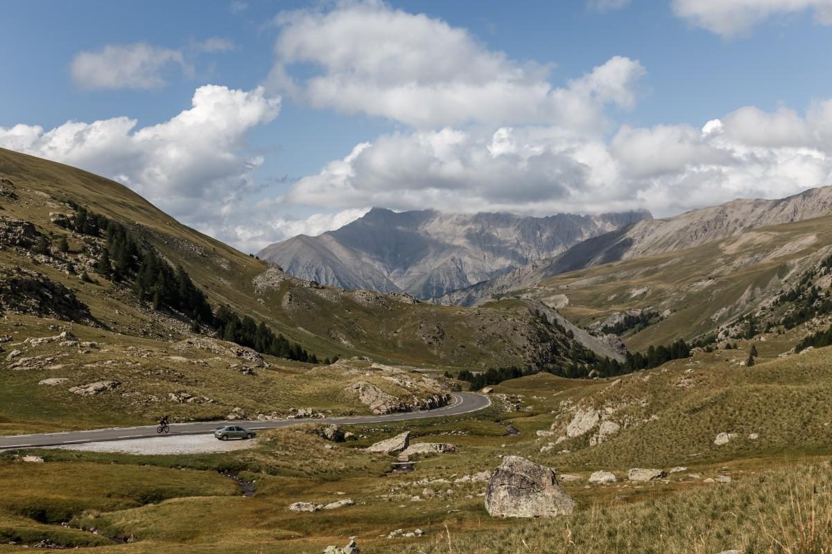 Passstraße zum Col de la Bonette in den französischen Alpen