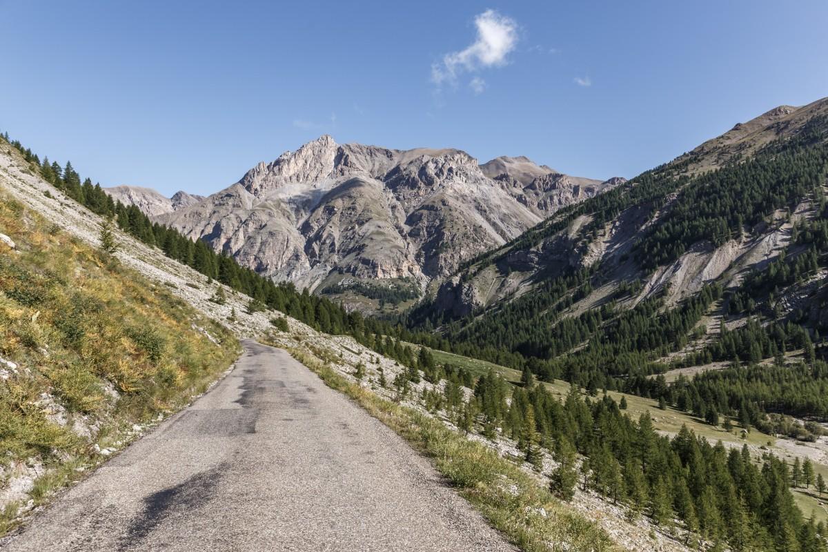 Passstraße zum Col de la Cayolle im Nationalpark Mercantour