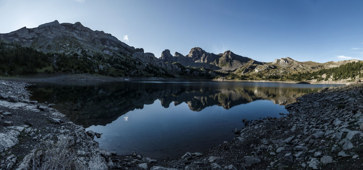 Sonnenaufgang am Lac d'Allos im Nationalpark Mercantour