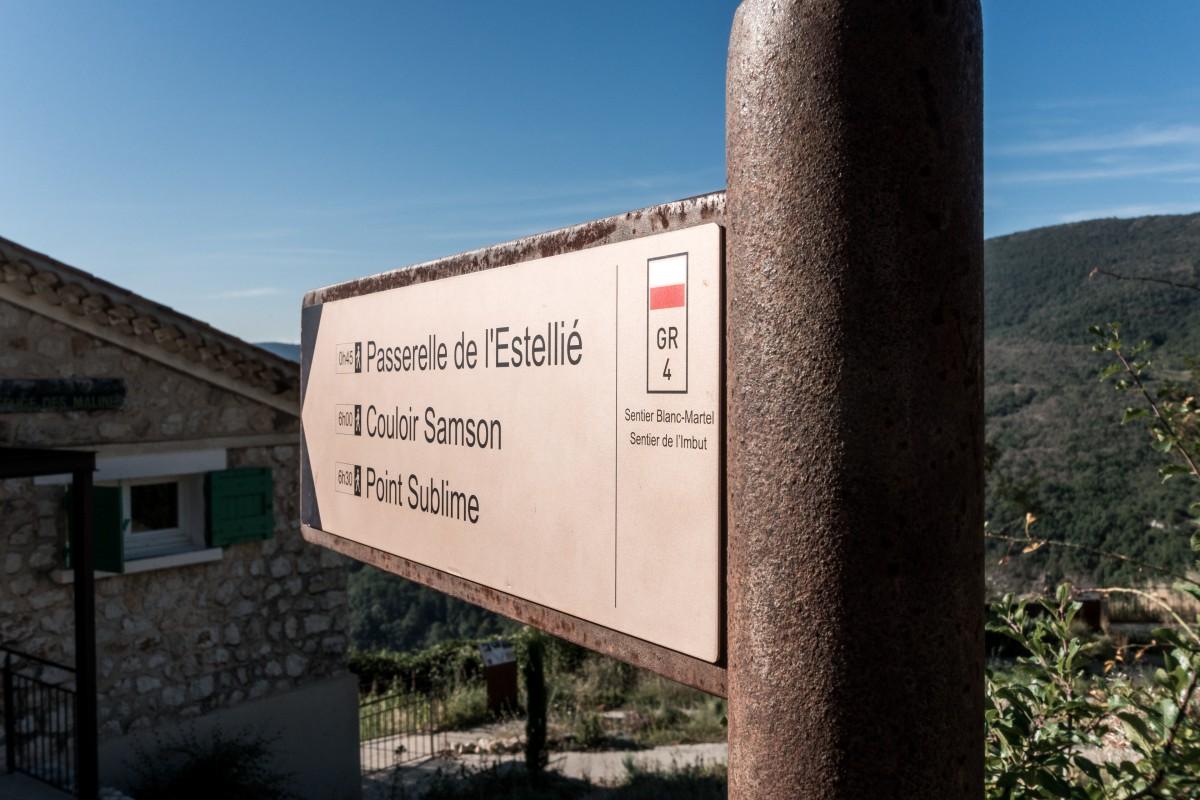 Wegweiser am Chalet de la Maline