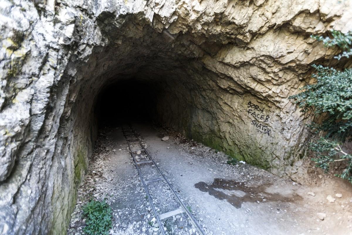 Ausgang des Tunnel des Baumes auf dem Sentier Blanc-Martel