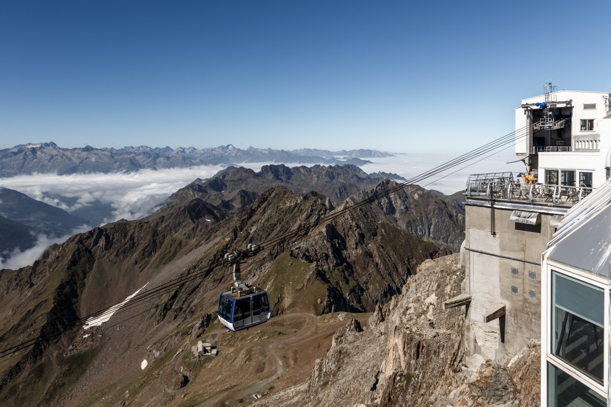 Seilbahn auf den Pic du Midi mit Nebelmeer