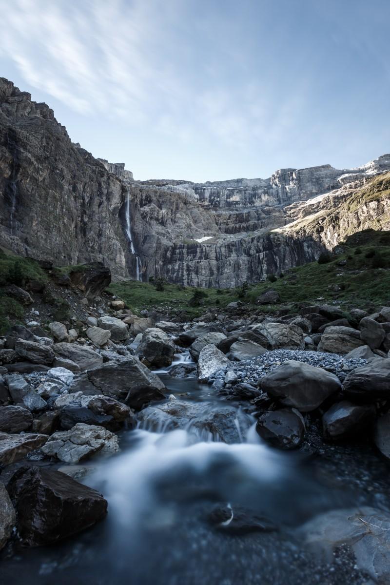 Wasserfall im Cirque de Gavarnie im Nationalpark Pyrenäen