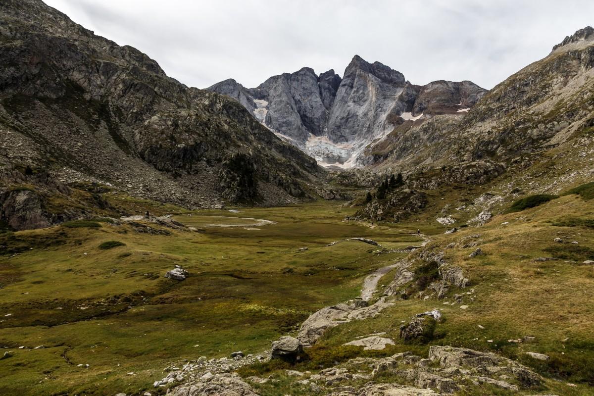 Wanderweg Oulettes de Gaube mit Vignemale und Gletscher
