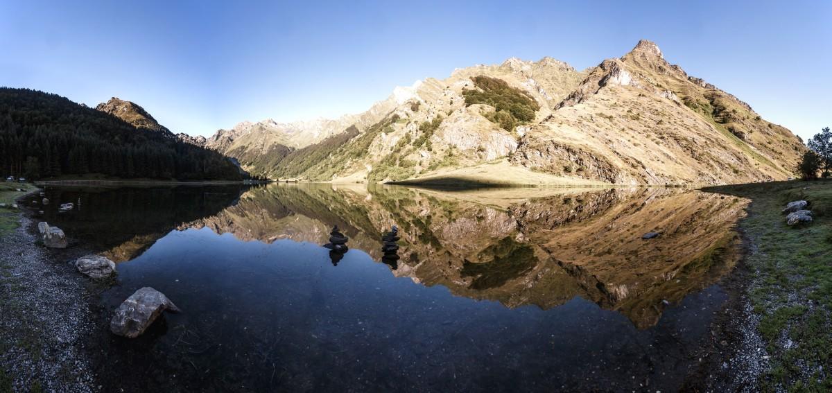Sonnenaufgang am Lac d'Estaing in den Pyrenäen