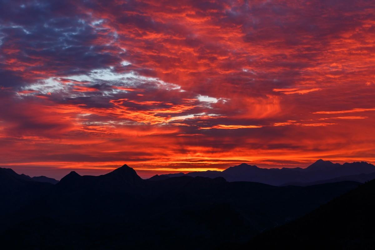 Sonnenaufgang am Col d'Aubisque in den Pyrenäen