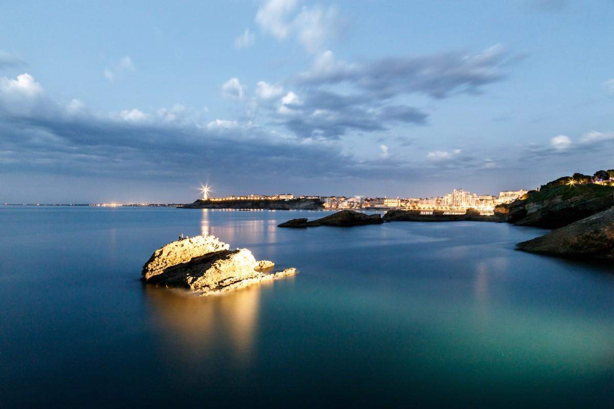 Blaue Stunde in Biarritz am Rocher de la Vierge