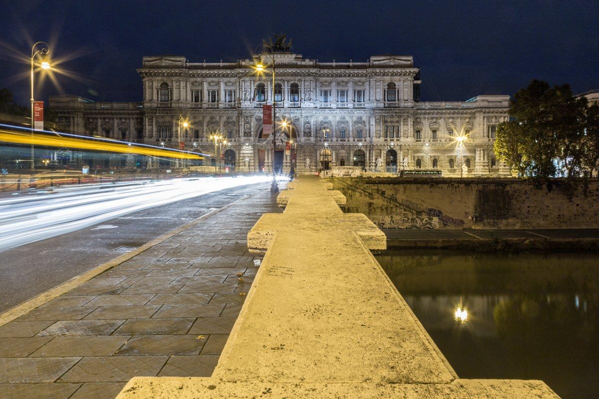 Ponte Umberto I und Piazza dei Tribunali in Rom