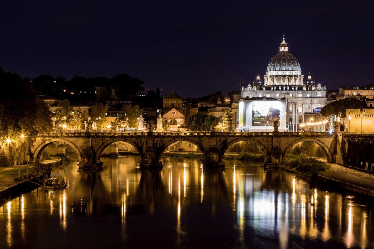 Ponte Sant' Angelo und Petersdom in Rom