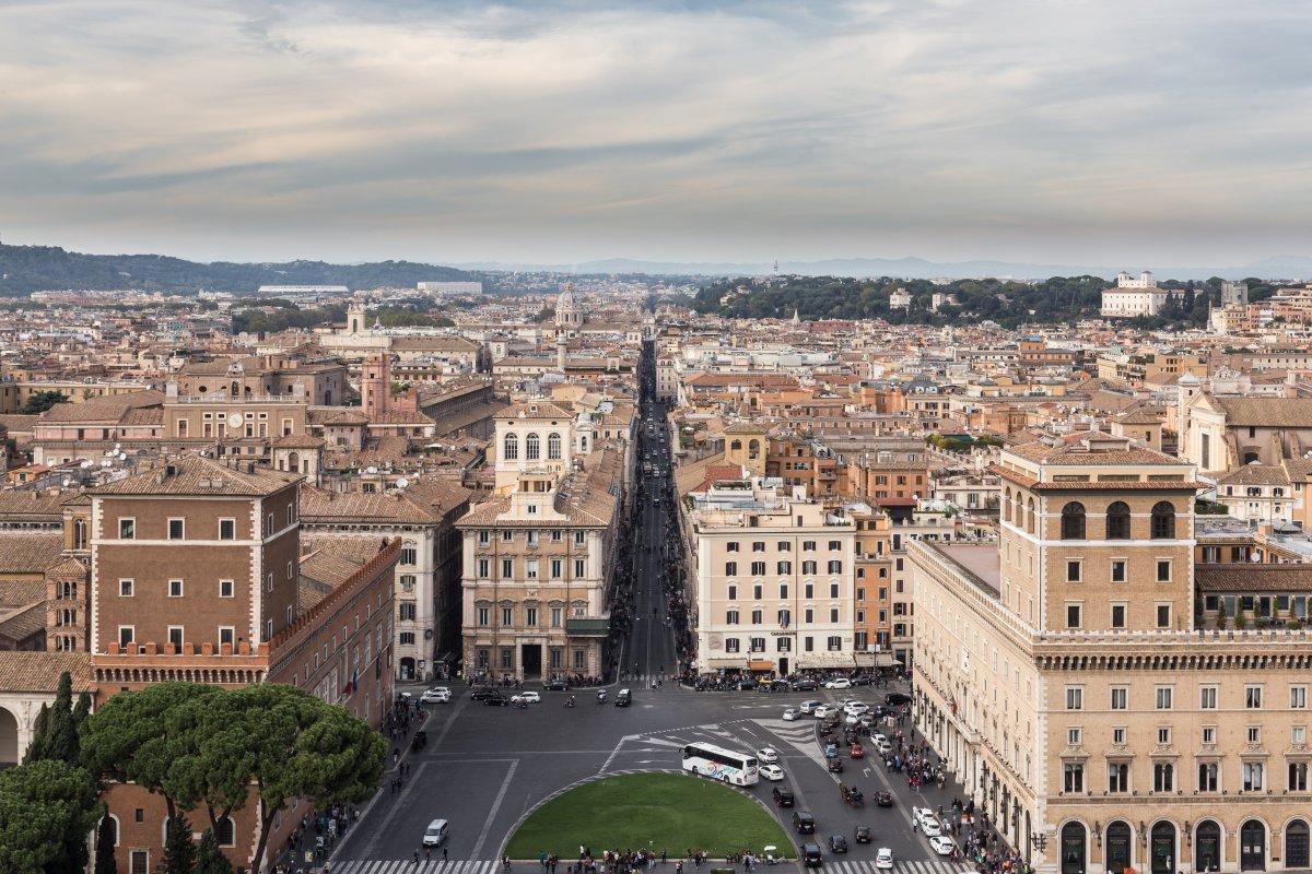 Ausblick vom Monumento a Vittorio Emanuele II auf die Via del Corso