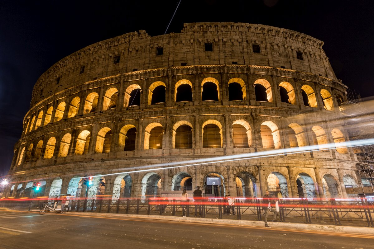 Colosseum in Rom bei Nacht