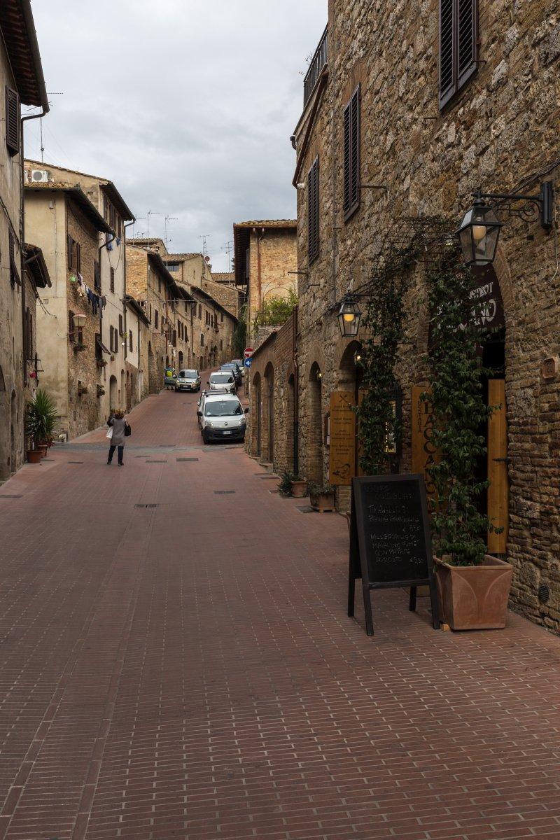 Gasse in San Gimignano in der Toskana