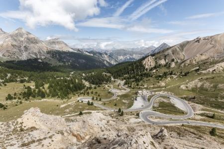 Straße zum Col d'Izoard in den französischen Alpen