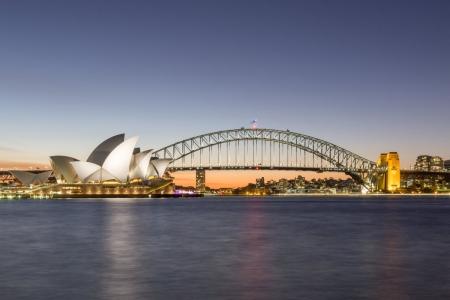 Blaue Stunde am Sydney Opera House und an der Sydney Harbour Bridge