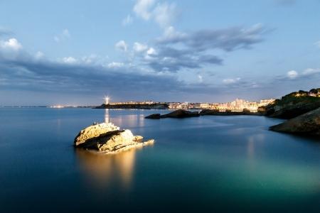 Blaue Stunde am Rocher de la Vierge in Biarritz