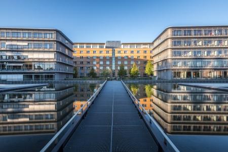Spiegelungen auf dem Parkhaus der Congresshalle in Saarbrücken