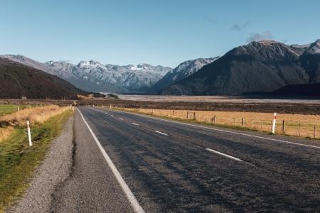 Straße durch den Arthur's Pass National Park