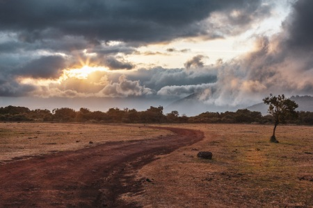 Sonnenaufgang über dem Ngorongoro-Krater in Tansania