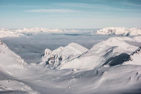 Verschneite Hänge am Parpaner Rothorn auf der Lenzerheide (Schweiz)