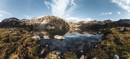 Sonnenaufgang am Lac d'Aubert im Massif du Néouvielle in den Pyrenäen