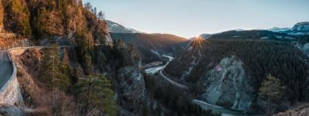 Sonnenuntergang in der Rheinschlucht in Graubünden