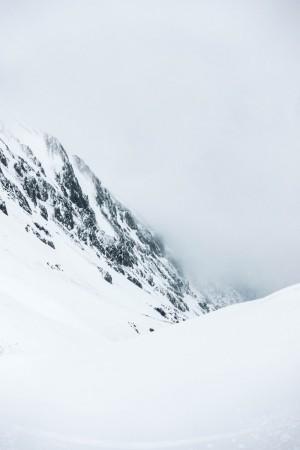 Nebelverhangene Hänge auf der Schatzalp in Davos