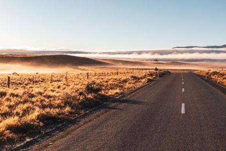 Sonnenaufgang auf dem Weg zum Lake Ohau in Neuseeland
