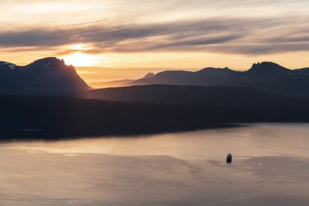 Sonnenuntergang über Narvik in Nordnorwegen