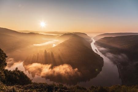 Sonnenaufgang an der Saarschleife im Saarland