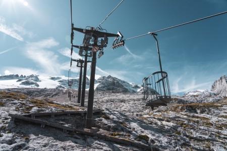 Korblift Pian dei Fiacconi am Fedaia-See in den Dolomiten