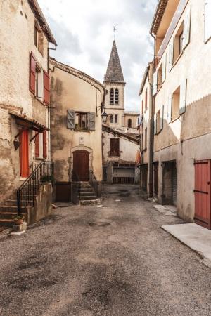 Seitengasse in Castellane in Südfrankreich