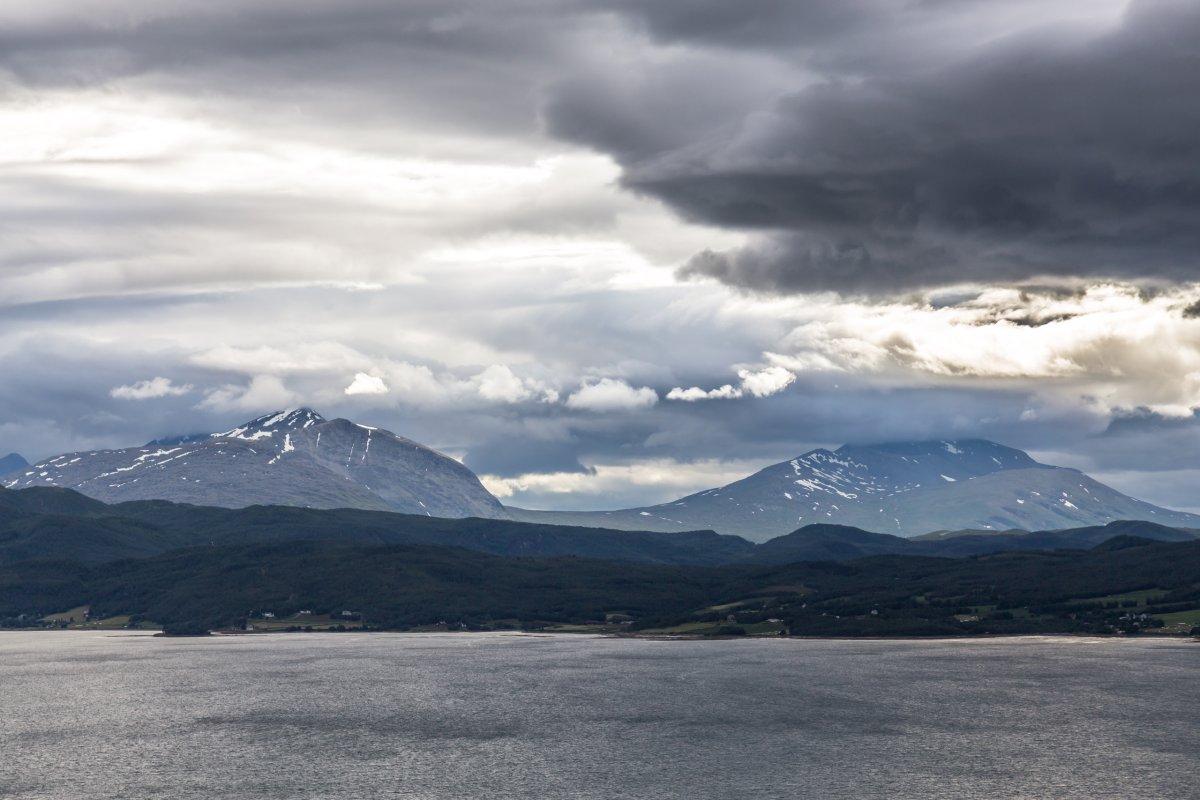 Norwegische Landschaft auf dem Weg nach Tromsø