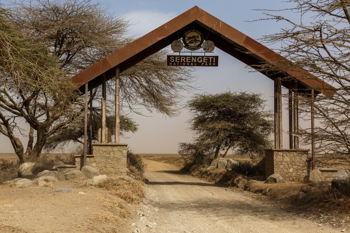 Eingang in den Serengeti National Park