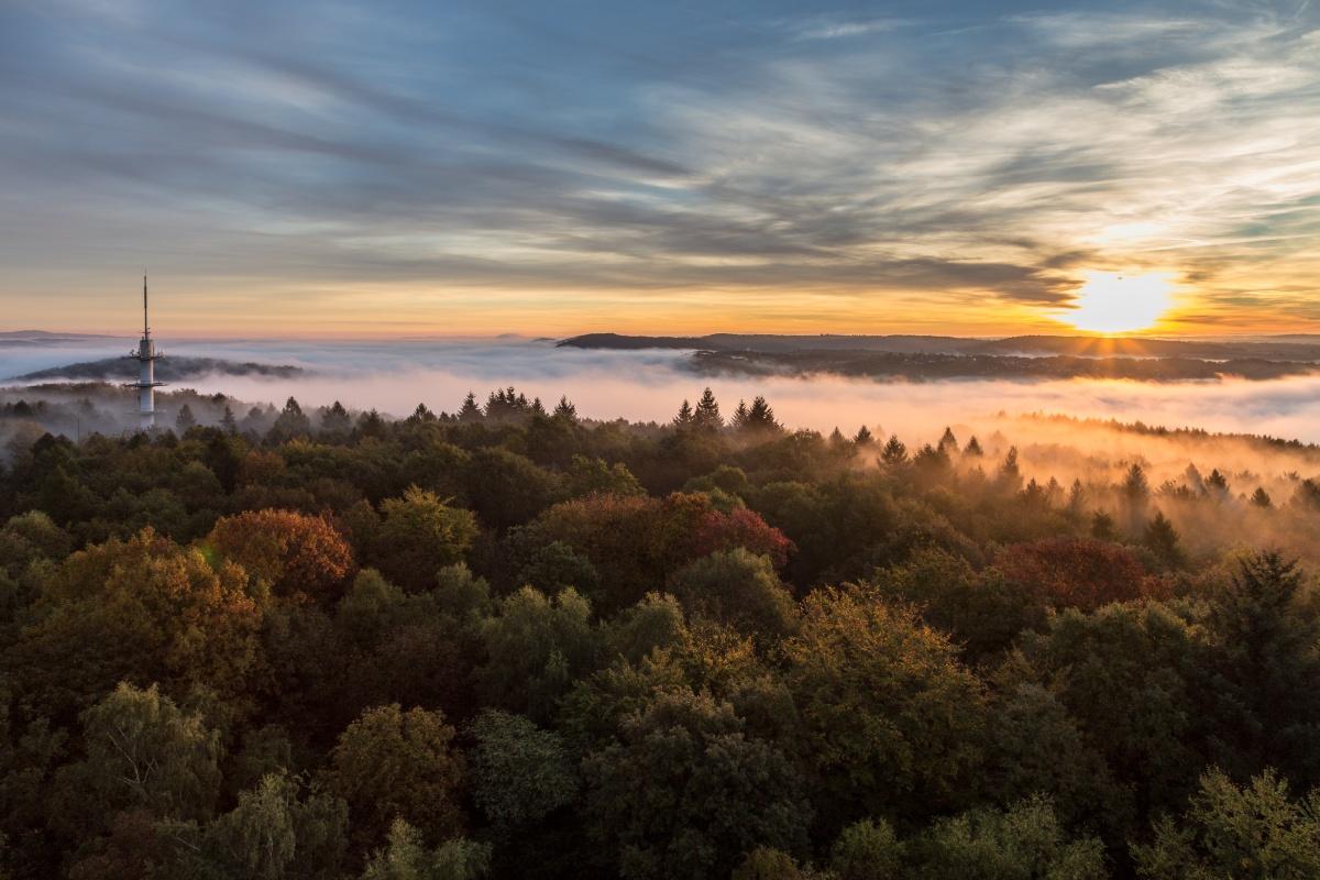 Sonnenaufgang am Schwarzenbergturm