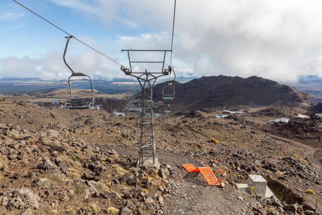 Mit der Sesselbahn Rockgardens geht es durchs Skigebiet von Whakapapa