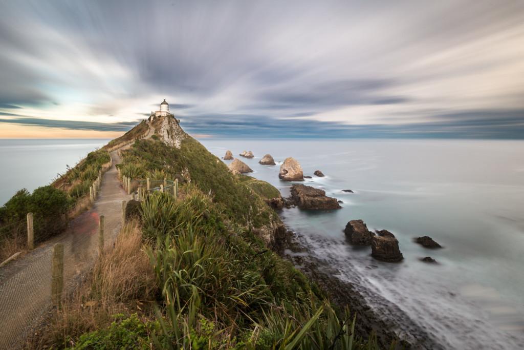 Vorüberziehende Wolken am Nugget Point Lighthouse
