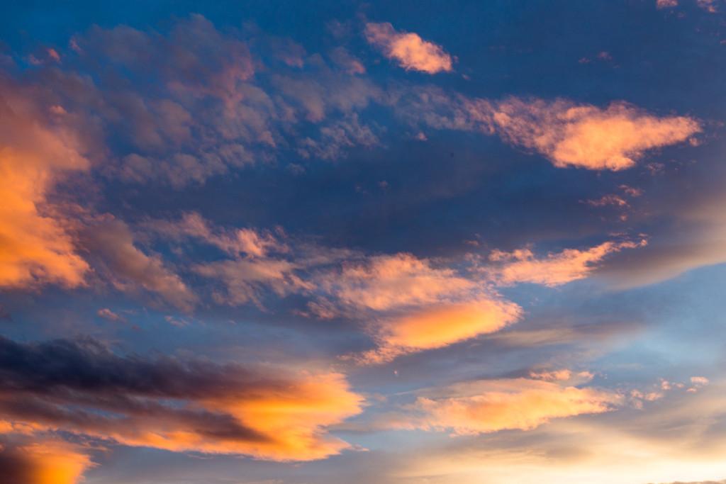 Farbenfrohe Wolken am Himmel über den Canterbury Plains